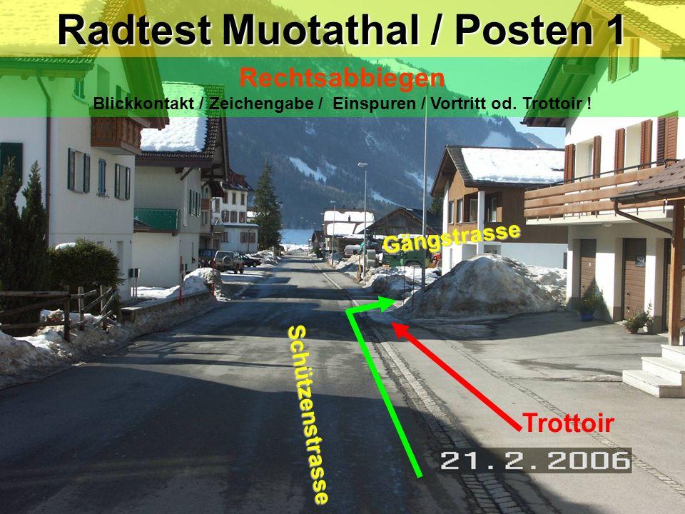 hea / 21.02.06 Trottoir Radtest Muotathal / Posten 1 Rechtsabbiegen Blickkontakt / Zeichengabe / Einspuren / Vortritt od. Trottoir ! Schützenstrasse G