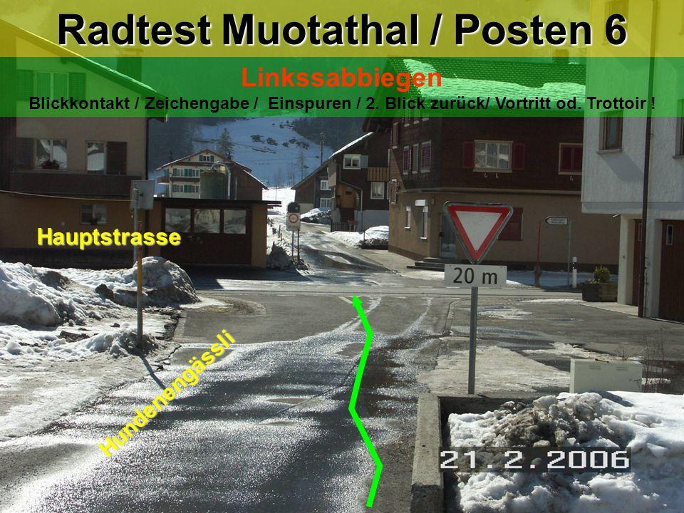 hea / 21.02.06 Radtest Muotathal / Posten 6 Linkssabbiegen Blickkontakt / Zeichengabe / Einspuren / 2. Blick zurück/ Vortritt od. Trottoir ! Hauptstra