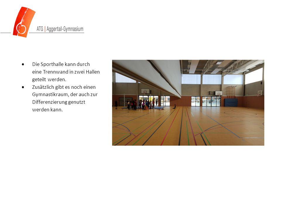  Die Sporthalle kann durch eine Trennwand in zwei Hallen geteilt werden.