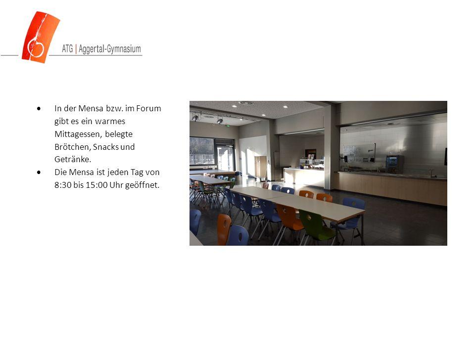  In der Mensa bzw. im Forum gibt es ein warmes Mittagessen, belegte Brötchen, Snacks und Getränke.