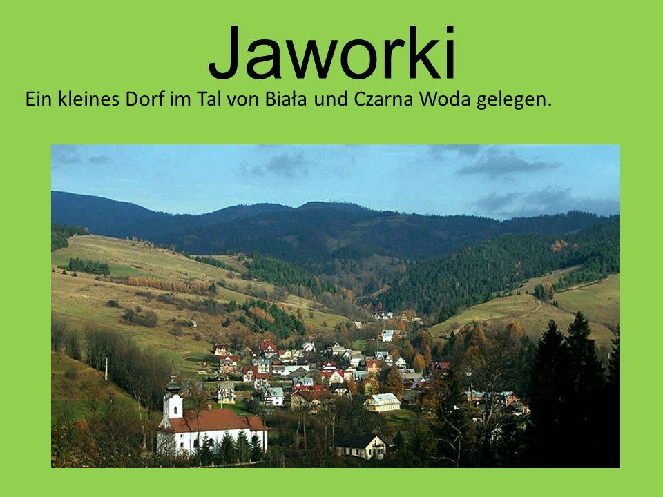 Jaworki Ein kleines Dorf im Tal von Biała und Czarna Woda gelegen.