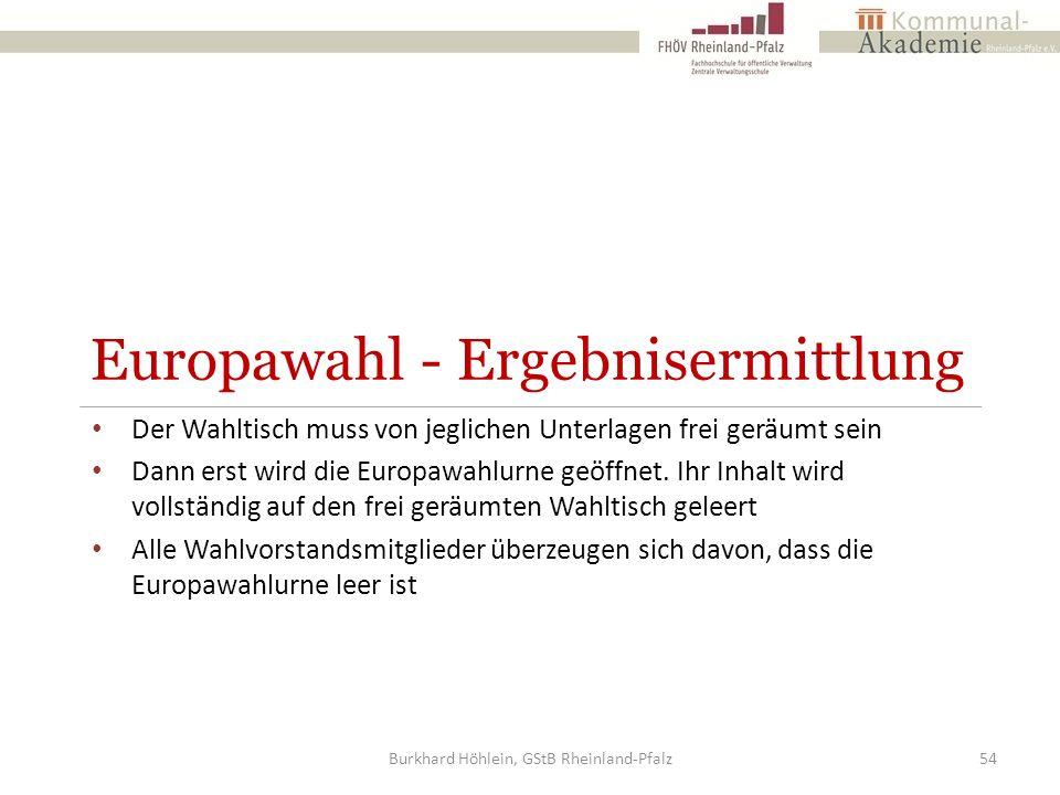 Europawahl - Ergebnisermittlung Der Wahltisch muss von jeglichen Unterlagen frei geräumt sein Dann erst wird die Europawahlurne geöffnet. Ihr Inhalt w