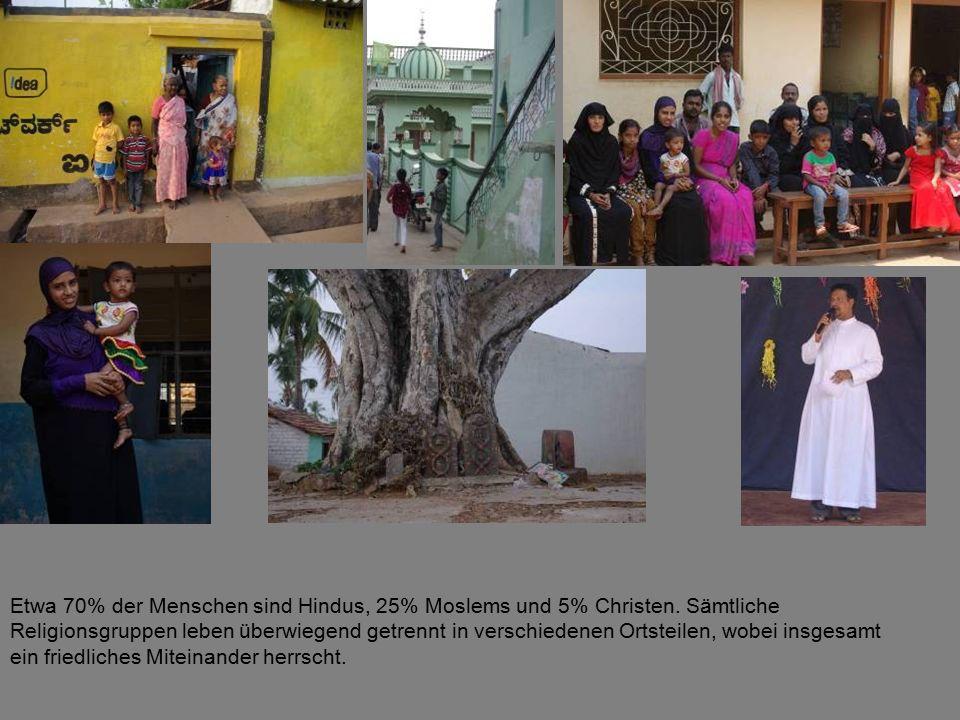 Etwa 70% der Menschen sind Hindus, 25% Moslems und 5% Christen.