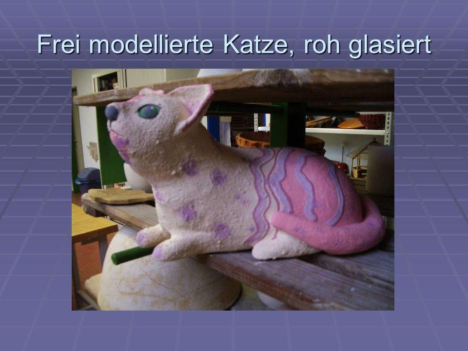 Frei modellierte Katze, roh glasiert