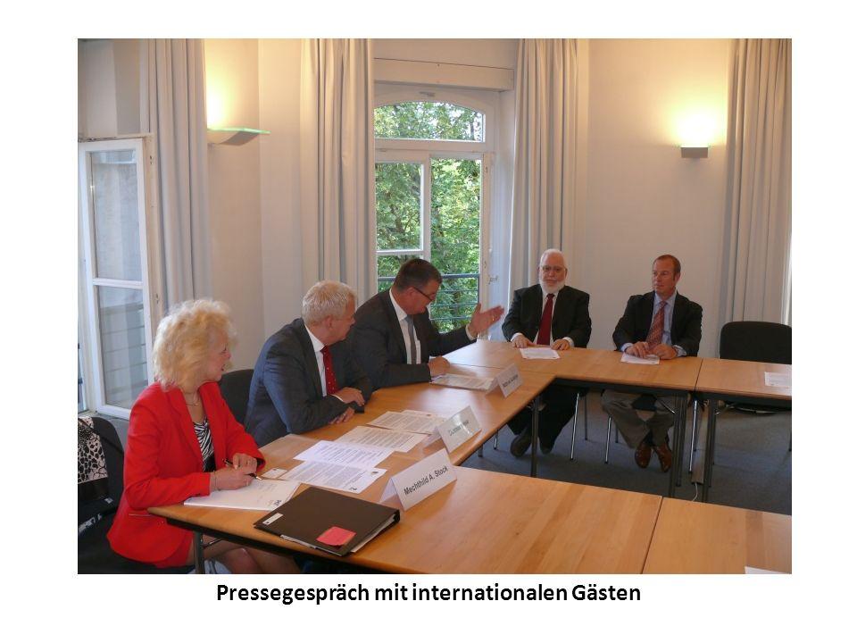 Pressegespräch mit internationalen Gästen