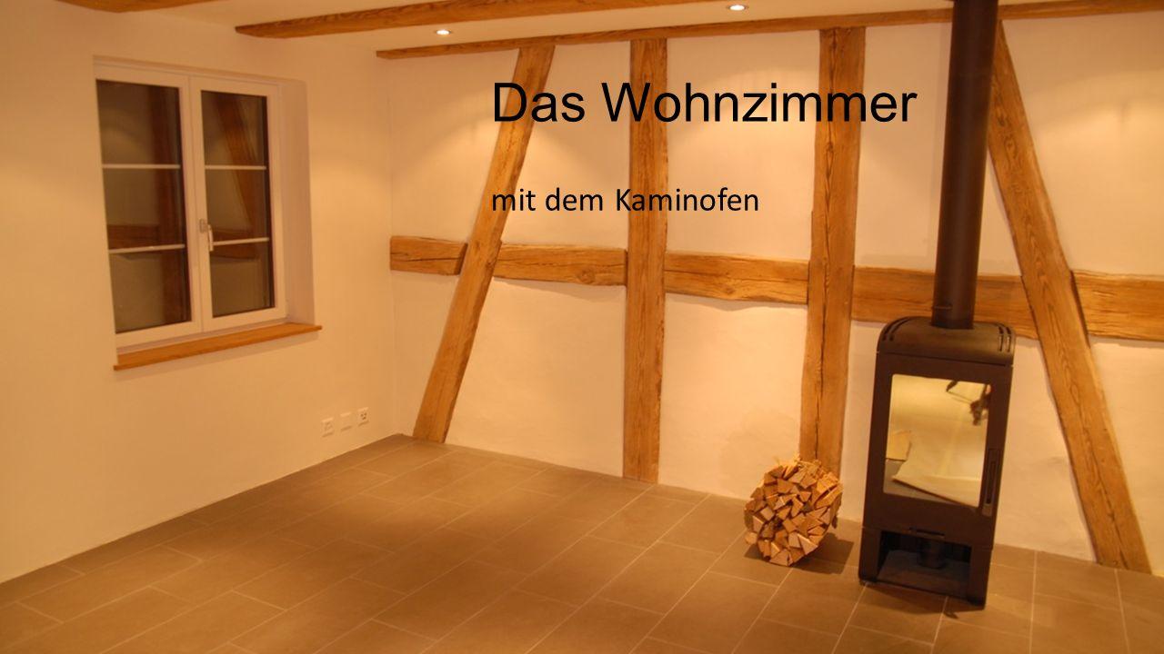 mit dem Kaminofen Das Wohnzimmer