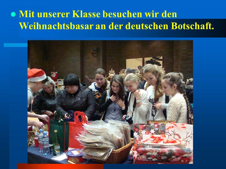 Mit unserer Klasse besuchen wir den Weihnachtsbasar an der deutschen Botschaft.