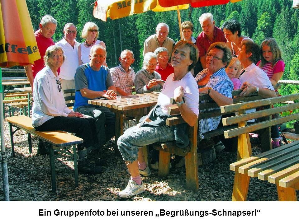 """Ein Gruppenfoto bei unseren """"Begrüßungs-Schnapserl"""