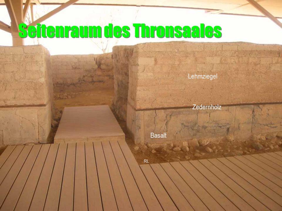 Seitenraum des Thronsaales Basalt Zedernholz Lehmziegel RL