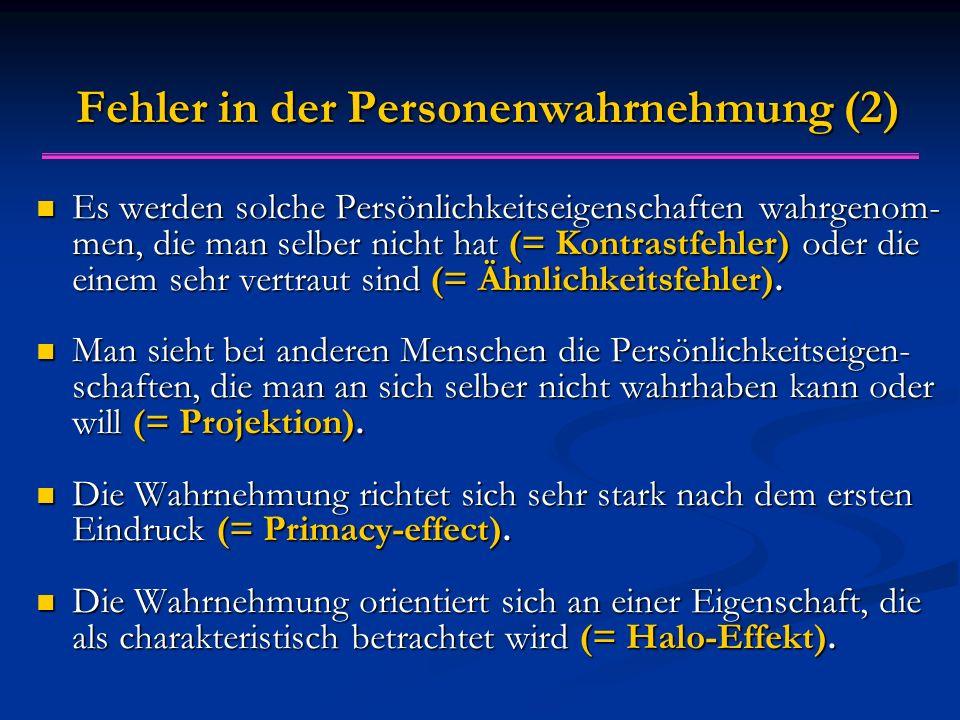 Fehler in der Personenwahrnehmung (2) Es werden solche Persönlichkeitseigenschaften wahrgenom- men, die man selber nicht hat (= Kontrastfehler) oder die einem sehr vertraut sind (= Ähnlichkeitsfehler).