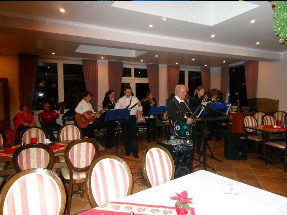 Die Volksmusikanten Eilendorf / Rothe Erde unter der Leitung von Anton Plumanns kamen, wie in den letzten Jahren, um unsere Feier zu verschönern. Mit
