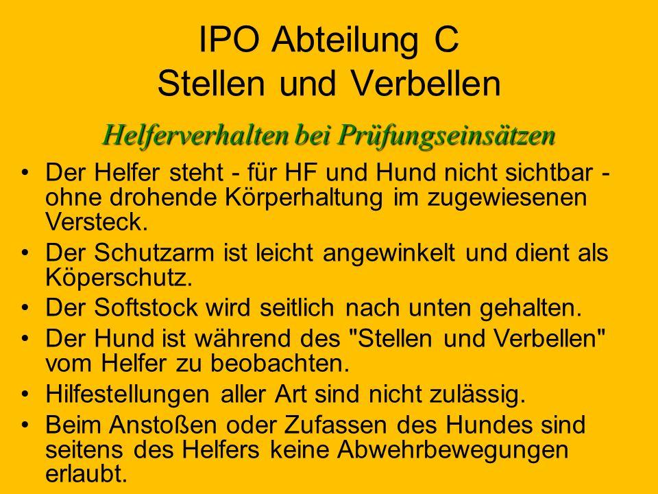 IPO Abteilung C Stellen und Verbellen Helferverhalten bei Prüfungseinsätzen Der Helfer steht - für HF und Hund nicht sichtbar - ohne drohende Körperhaltung im zugewiesenen Versteck.