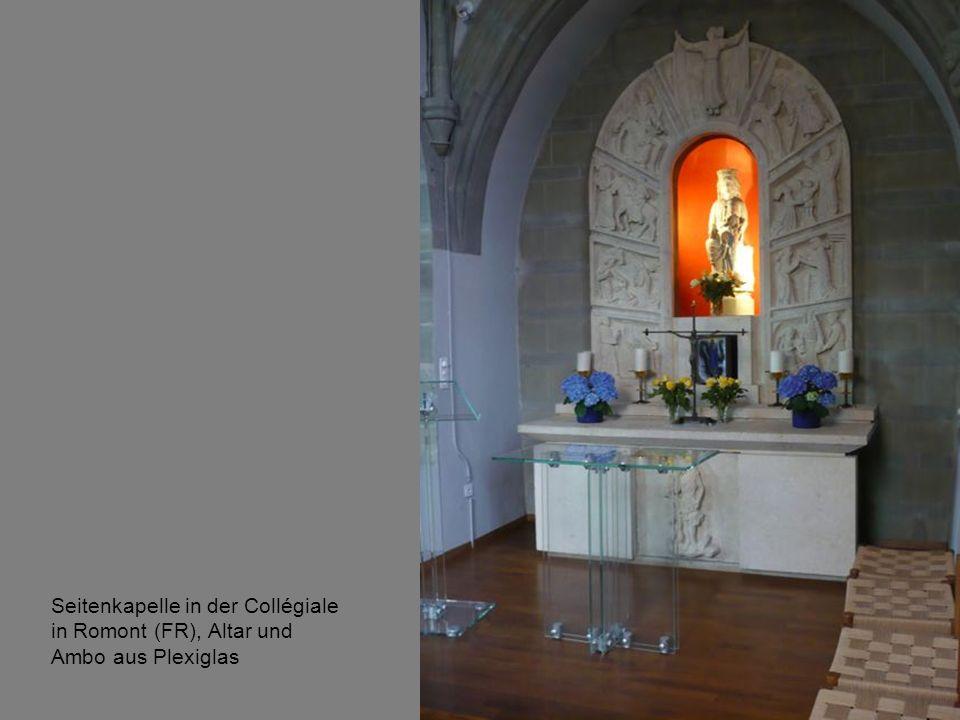 Seitenkapelle in der Collégiale in Romont (FR), Altar und Ambo aus Plexiglas