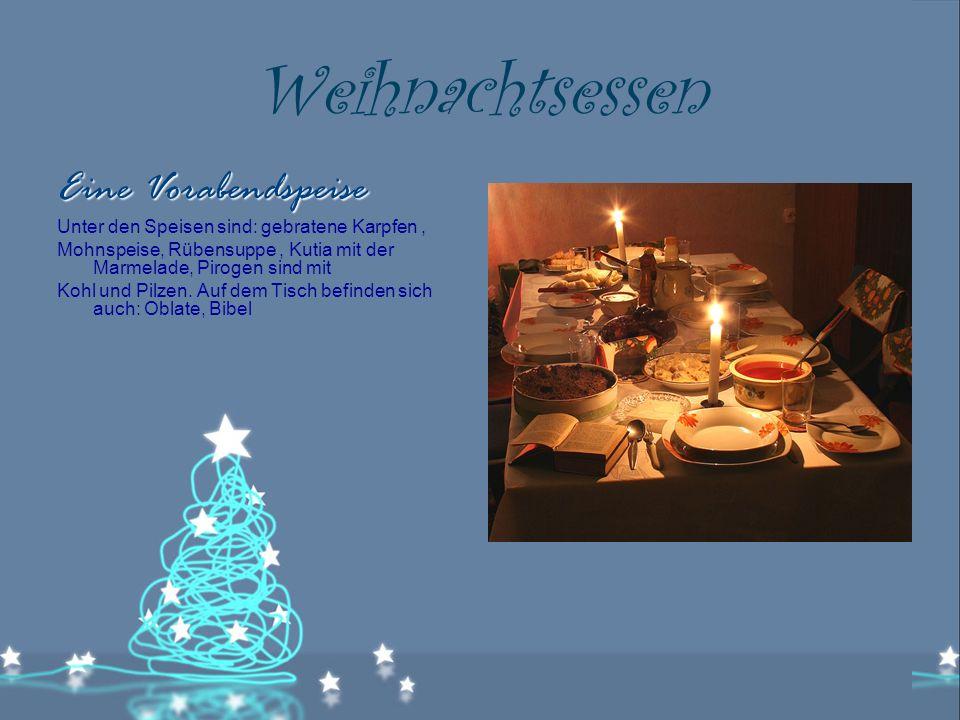 Weihnachtsessen Eine Vorabendspeise Unter den Speisen sind: gebratene Karpfen, Mohnspeise, Rübensuppe, Kutia mit der Marmelade, Pirogen sind mit Kohl und Pilzen.