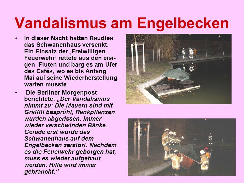 Vandalismus am Engelbecken In dieser Nacht hatten Raudies das Schwanenhaus versenkt. Ein Einsatz der 'Freiwilligen Feuerwehr' rettete aus den eisi- ge