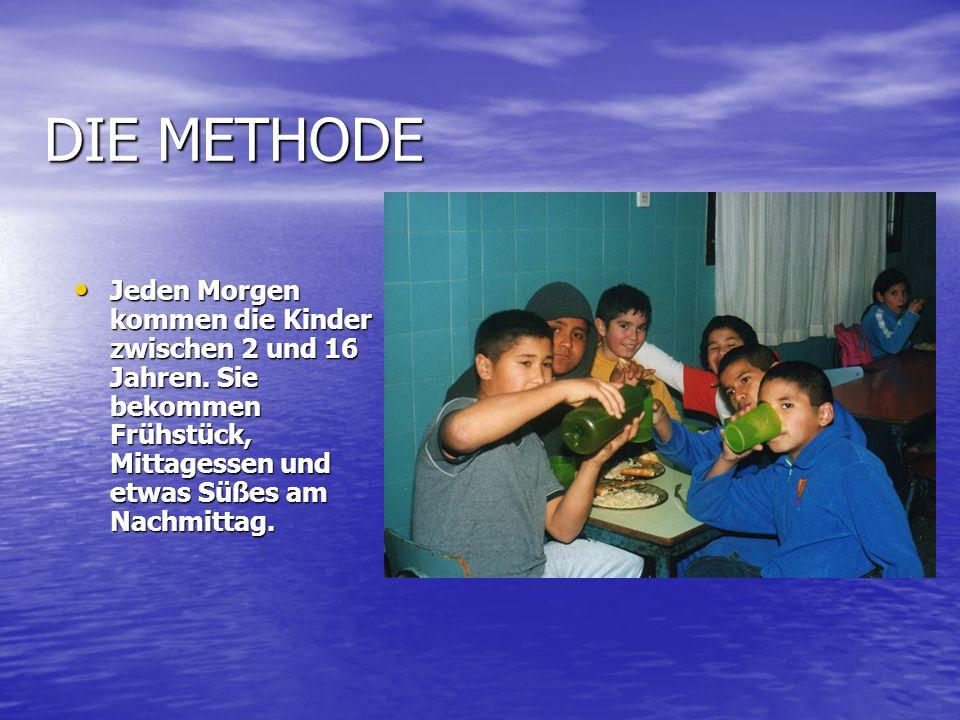 DIE METHODE Jeden Morgen kommen die Kinder zwischen 2 und 16 Jahren.