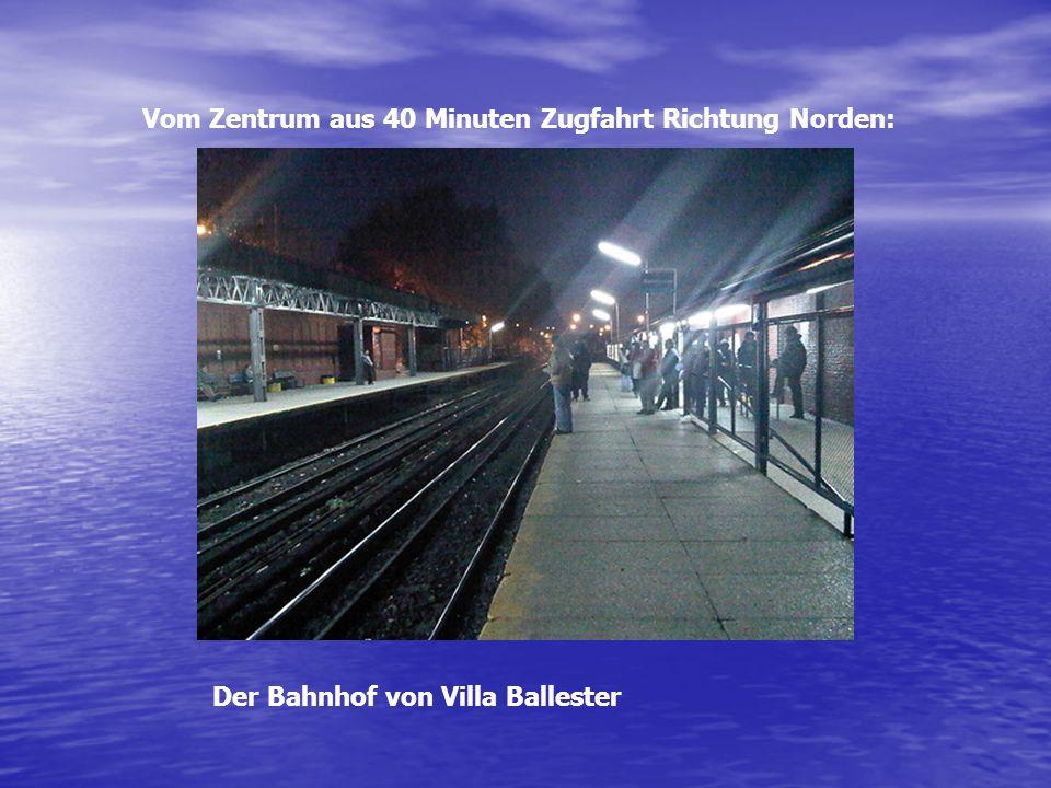 Vom Zentrum aus 40 Minuten Zugfahrt Richtung Norden: Der Bahnhof von Villa Ballester