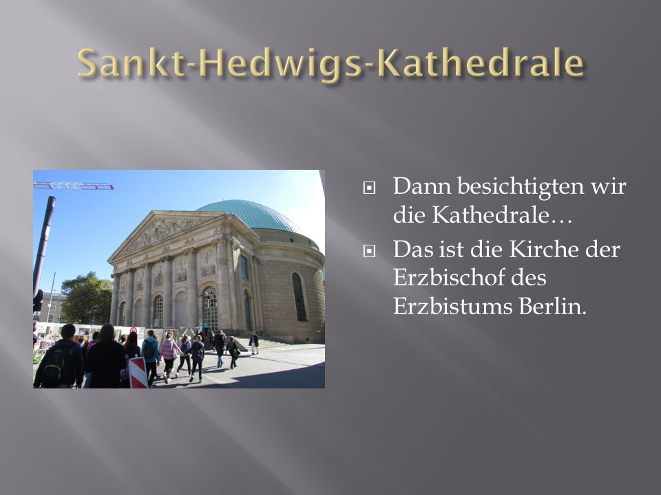  Dann besichtigten wir die Kathedrale…  Das ist die Kirche der Erzbischof des Erzbistums Berlin.