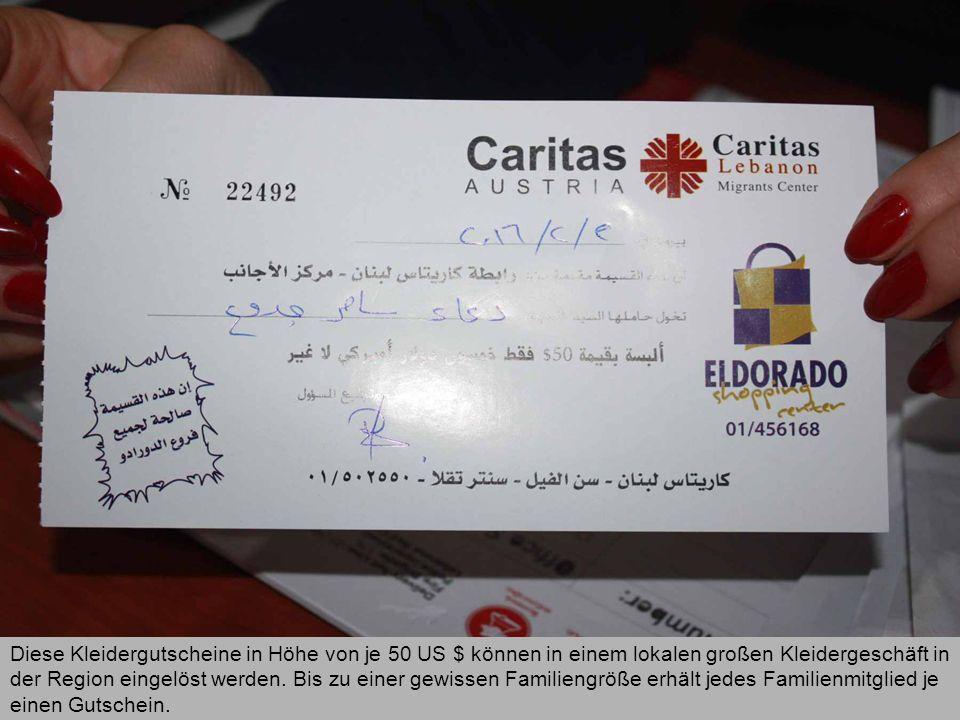 Diese Kleidergutscheine in Höhe von je 50 US $ können in einem lokalen großen Kleidergeschäft in der Region eingelöst werden.