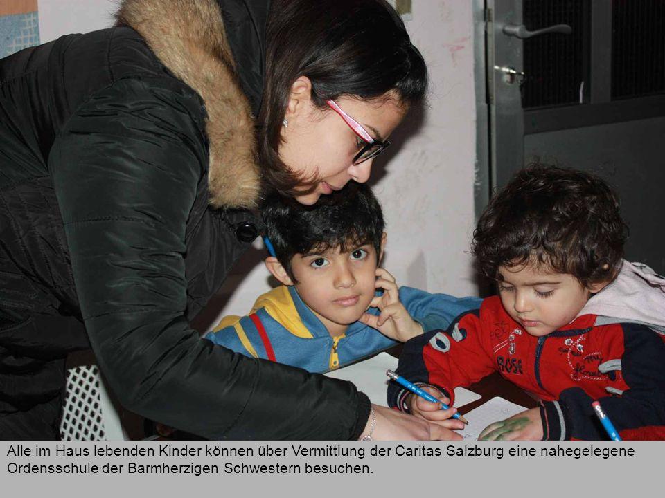 Alle im Haus lebenden Kinder können über Vermittlung der Caritas Salzburg eine nahegelegene Ordensschule der Barmherzigen Schwestern besuchen.