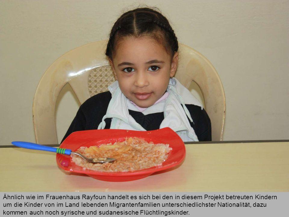 Ähnlich wie im Frauenhaus Rayfoun handelt es sich bei den in diesem Projekt betreuten Kindern um die Kinder von im Land lebenden Migrantenfamilien unterschiedlichster Nationalität, dazu kommen auch noch syrische und sudanesische Flüchtlingskinder.