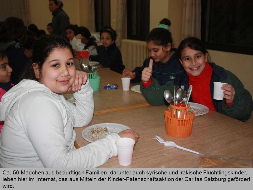 Ca. 50 Mädchen aus bedürftigen Familien, darunter auch syrische und irakische Flüchtlingskinder, leben hier im Internat, das aus Mitteln der Kinder-Pa