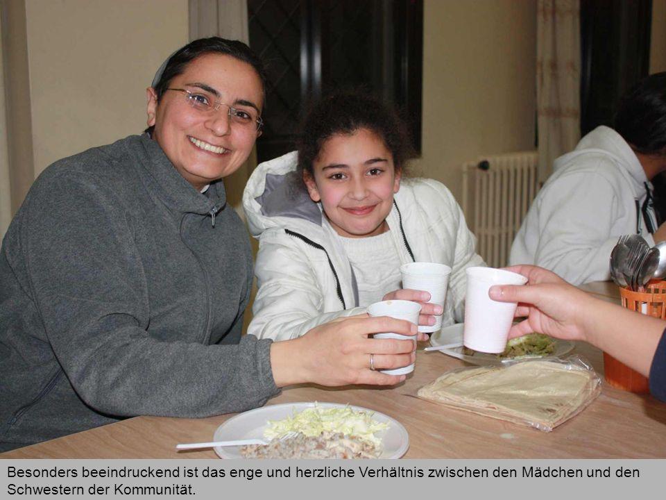 Besonders beeindruckend ist das enge und herzliche Verhältnis zwischen den Mädchen und den Schwestern der Kommunität.