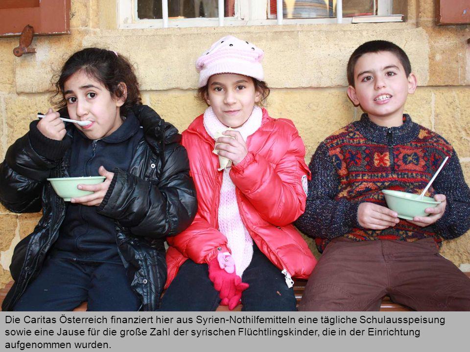Die Caritas Österreich finanziert hier aus Syrien-Nothilfemitteln eine tägliche Schulausspeisung sowie eine Jause für die große Zahl der syrischen Flüchtlingskinder, die in der Einrichtung aufgenommen wurden.