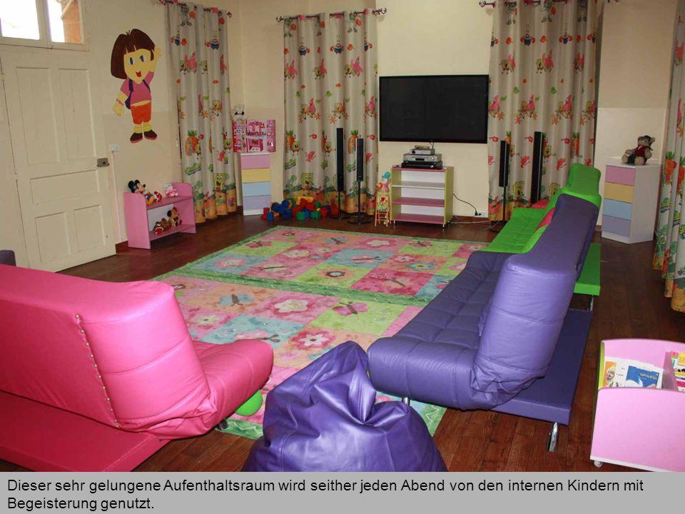 Dieser sehr gelungene Aufenthaltsraum wird seither jeden Abend von den internen Kindern mit Begeisterung genutzt.