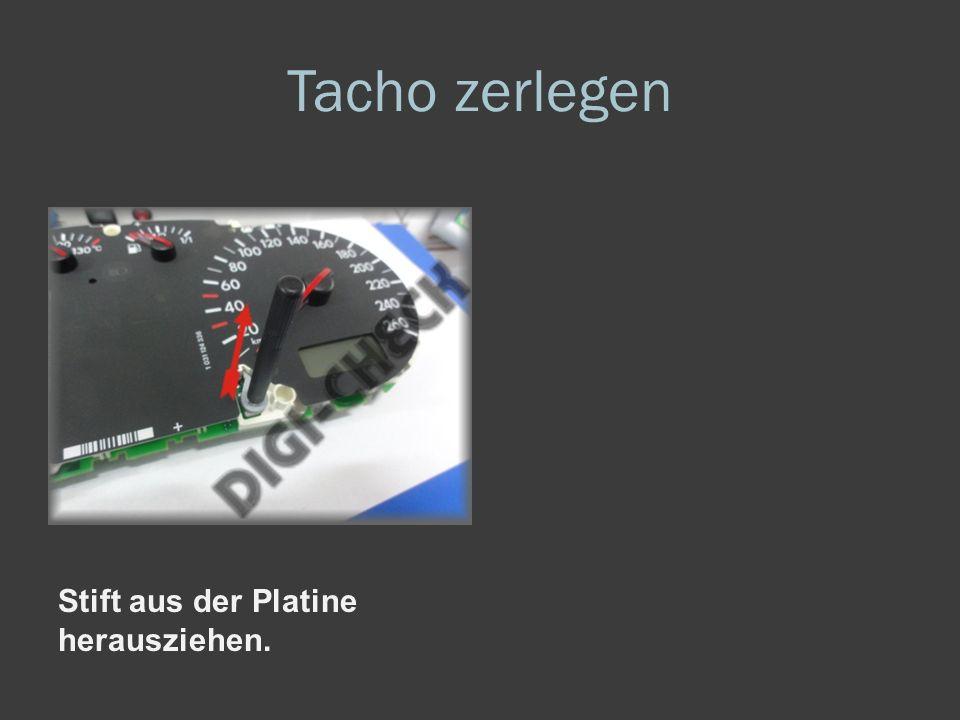 Tacho zerlegen 10er Torx Schrauben abschrauben und den hinteren Deckel entnehmen. Platine aus dem Gehäuse entnehmen und umdrehen.