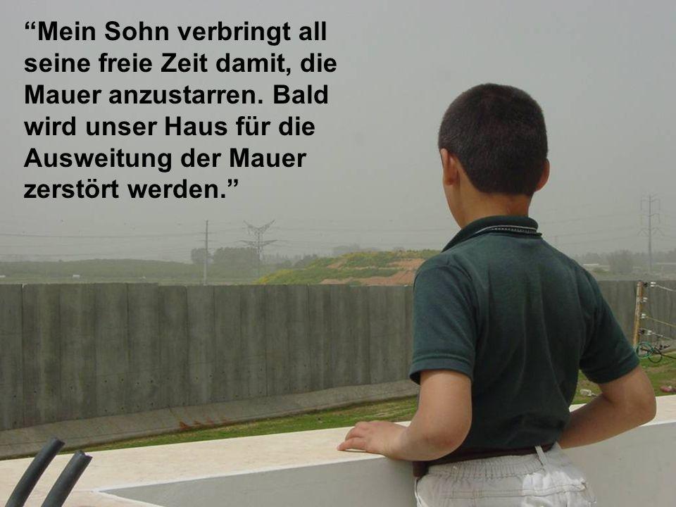 Qalqiliya/H ouse for demolishin g Mein Sohn verbringt all seine freie Zeit damit, die Mauer anzustarren.