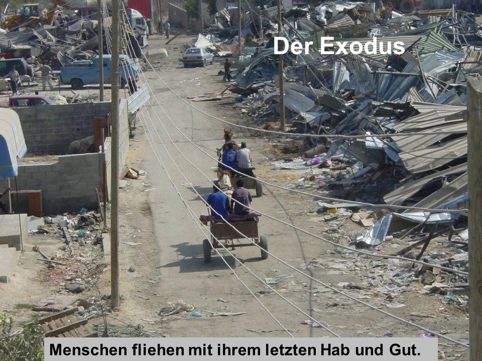 Der Exodus Menschen fliehen mit ihrem letzten Hab und Gut.