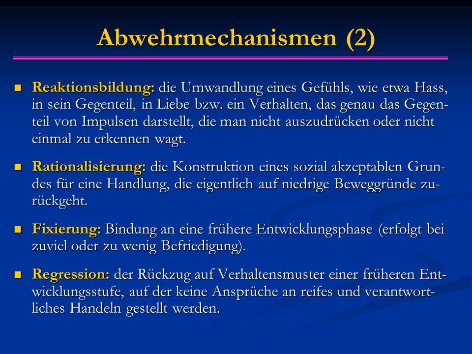 Abwehrmechanismen (2) Reaktionsbildung: die Umwandlung eines Gefühls, wie etwa Hass, in sein Gegenteil, in Liebe bzw. ein Verhalten, das genau das Geg