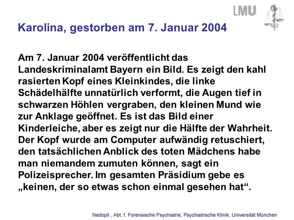 Karolina, gestorben am 7. Januar 2004 Am 7. Januar 2004 veröffentlicht das Landeskriminalamt Bayern ein Bild. Es zeigt den kahl rasierten Kopf eines K