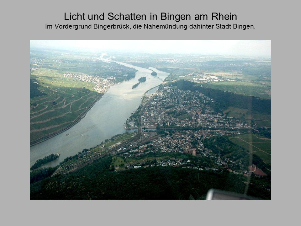 Licht und Schatten in Bingen am Rhein Im Vordergrund Bingerbrück, die Nahemündung dahinter Stadt Bingen.