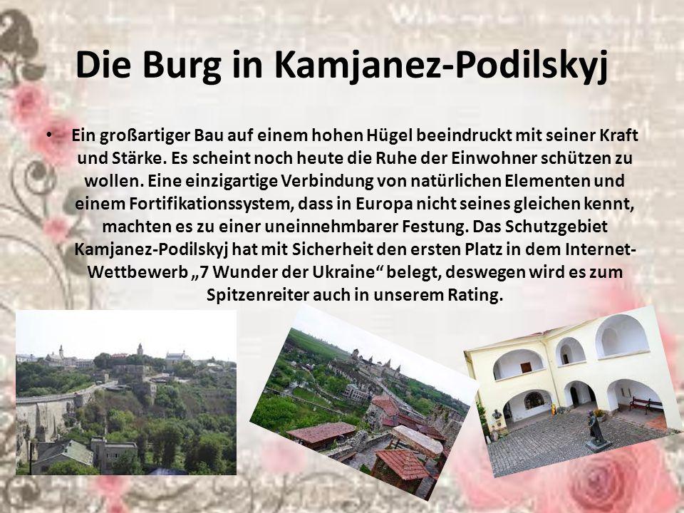 Die Burg in Kamjanez-Podilskyj Ein großartiger Bau auf einem hohen Hügel beeindruckt mit seiner Kraft und Stärke.