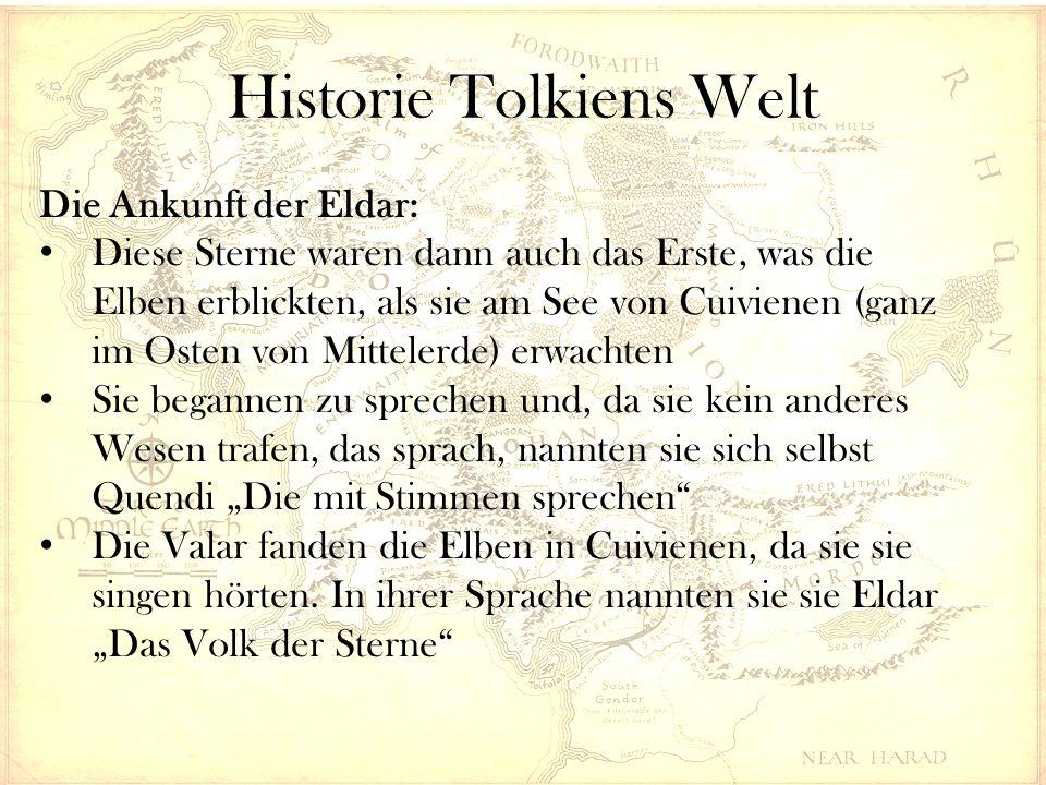"""Historie Tolkiens Welt Die Ankunft der Eldar: Diese Sterne waren dann auch das Erste, was die Elben erblickten, als sie am See von Cuivienen (ganz im Osten von Mittelerde) erwachten Sie begannen zu sprechen und, da sie kein anderes Wesen trafen, das sprach, nannten sie sich selbst Quendi """"Die mit Stimmen sprechen Die Valar fanden die Elben in Cuivienen, da sie sie singen hörten."""
