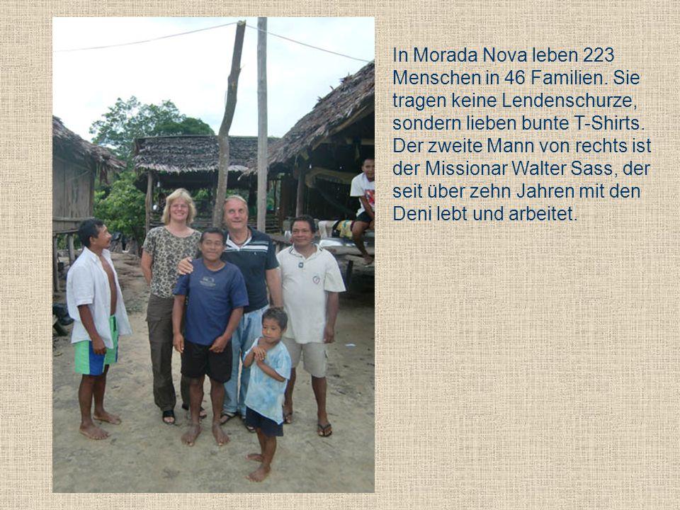 In Morada Nova leben 223 Menschen in 46 Familien. Sie tragen keine Lendenschurze, sondern lieben bunte T-Shirts. Der zweite Mann von rechts ist der Mi