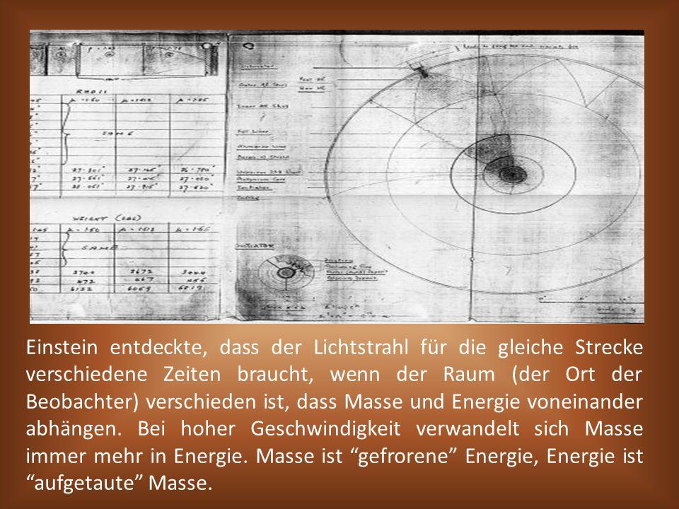 Einstein entdeckte, dass der Lichtstrahl für die gleiche Strecke verschiedene Zeiten braucht, wenn der Raum (der Ort der Beobachter) verschieden ist,