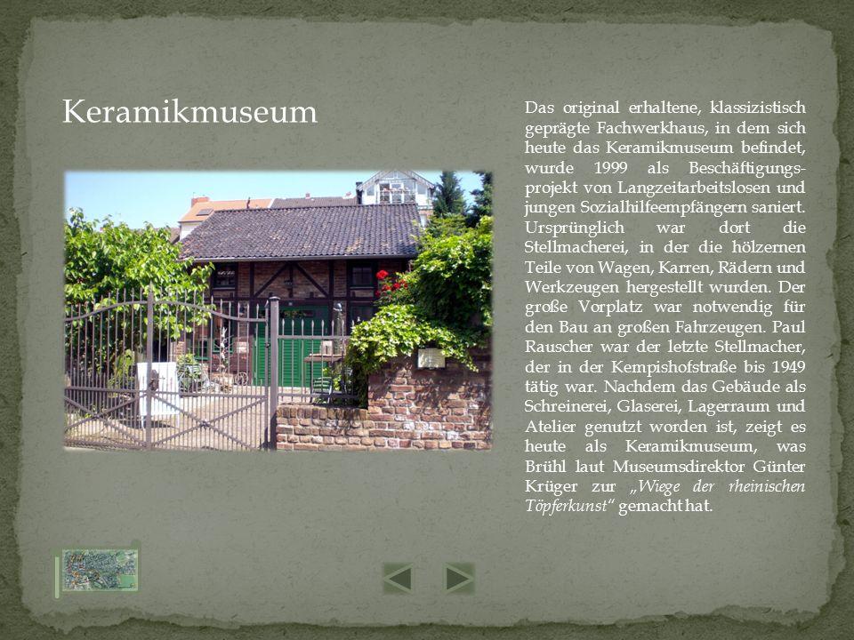 Das original erhaltene, klassizistisch geprägte Fachwerkhaus, in dem sich heute das Keramikmuseum befindet, wurde 1999 als Beschäftigungs- projekt von