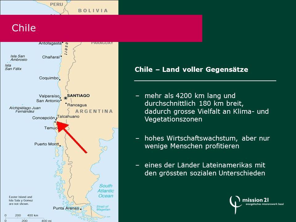 Chile Chile – Land voller Gegensätze –mehr als 4200 km lang und durchschnittlich 180 km breit, dadurch grosse Vielfalt an Klima- und Vegetationszonen –hohes Wirtschaftswachstum, aber nur wenige Menschen profitieren –eines der Länder Lateinamerikas mit den grössten sozialen Unterschieden