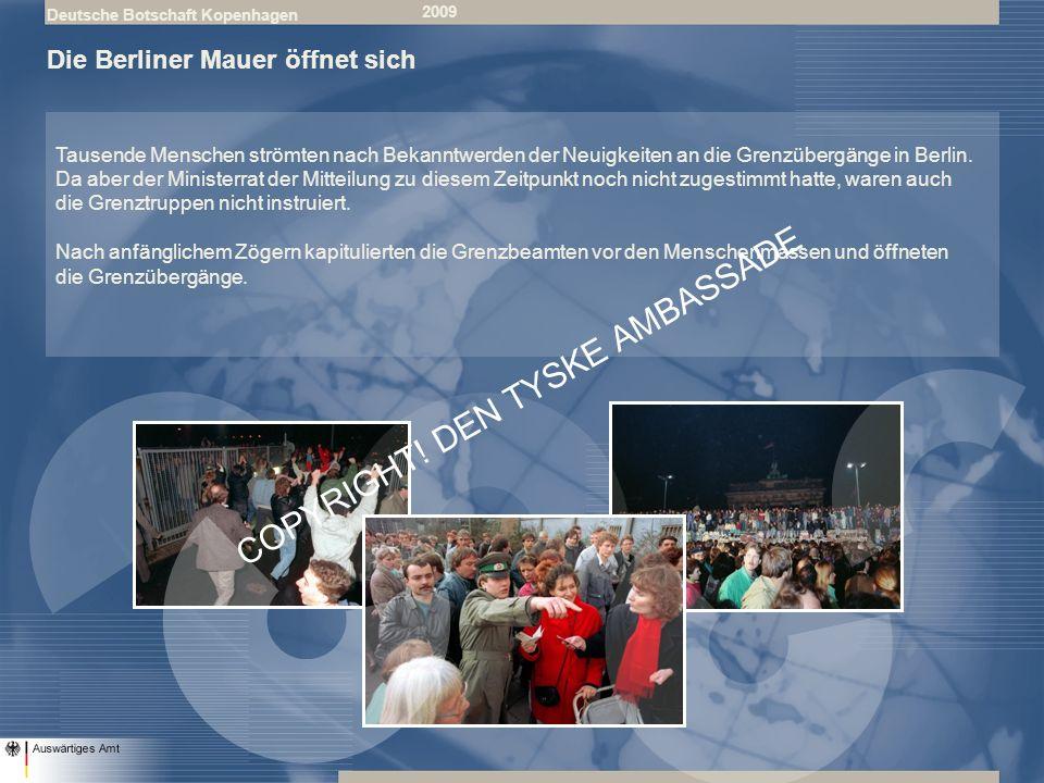 Deutsche Botschaft Kopenhagen 2009 Die Berliner Mauer öffnet sich Tausende Menschen strömten nach Bekanntwerden der Neuigkeiten an die Grenzübergänge in Berlin.