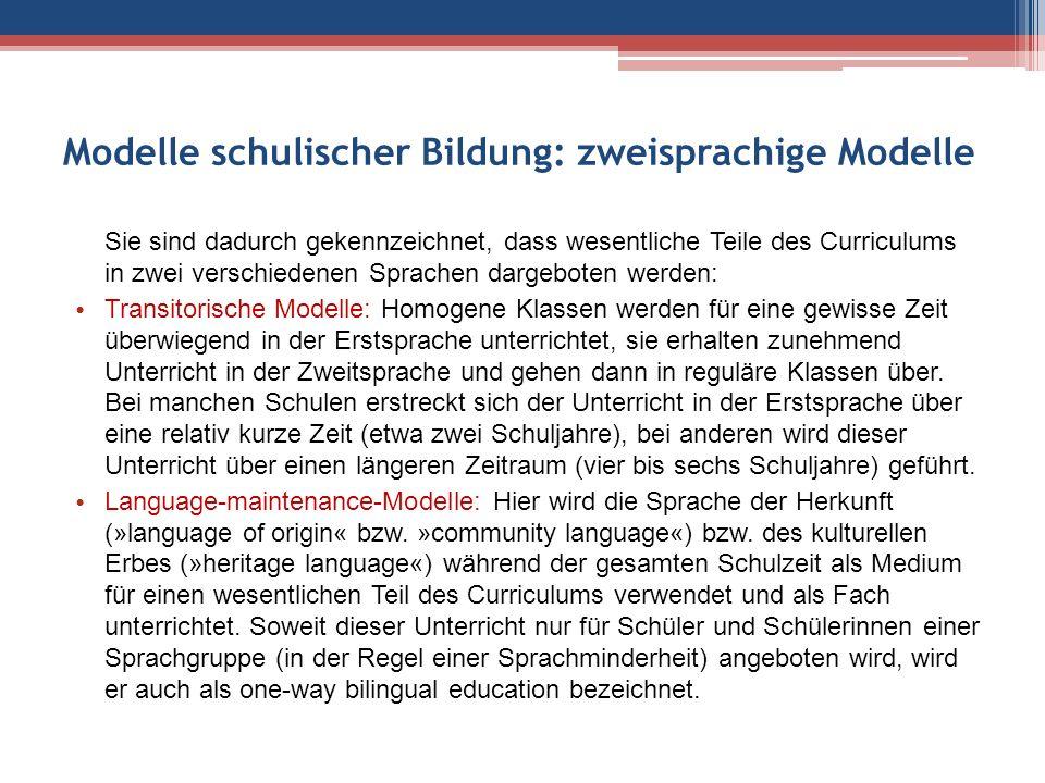Two-way-immersion-Modelle: Schüler verschiedener Sprachgruppen (in der Regel Angehörige der Mehrheit und einer bestimmten Minderheit) werden gemeinsam in beiden Sprachen unterrichtet.