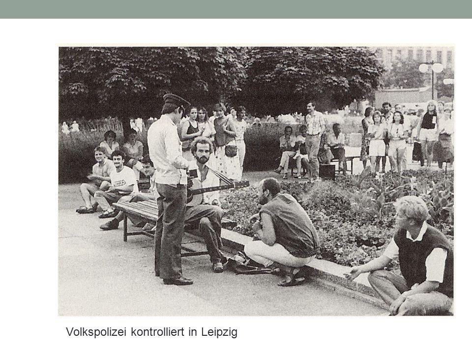 Volkspolizei kontrolliert in Leipzig