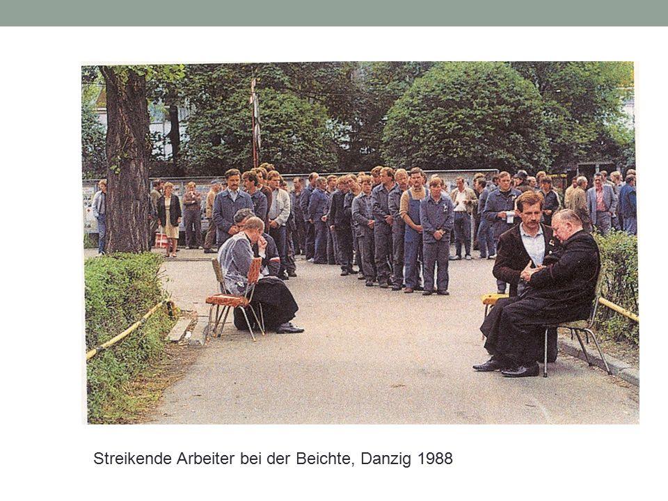 Streikende Arbeiter bei der Beichte, Danzig 1988