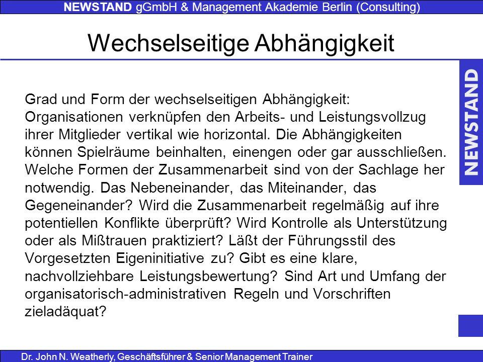 NEWSTAND gGmbH & Management Akademie Berlin (Consulting) Dr. John N. Weatherly, Geschäftsführer & Senior Management Trainer Grad und Form der wechsels