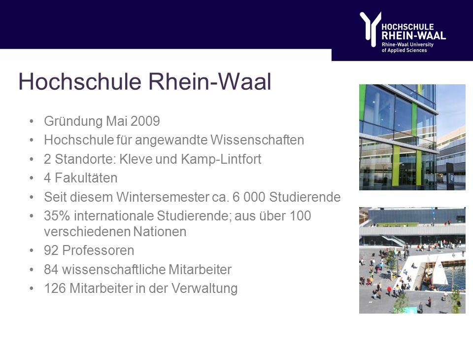 Hochschule Rhein-Waal Gründung Mai 2009 Hochschule für angewandte Wissenschaften 2 Standorte: Kleve und Kamp-Lintfort 4 Fakultäten Seit diesem Wintersemester ca.