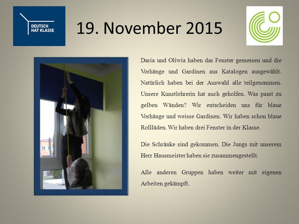19. November 2015 Daria und Oliwia haben das Fenster gemessen und die Vorhänge und Gardinen aus Katalogen ausgewählt. Natürlich haben bei der Auswahl