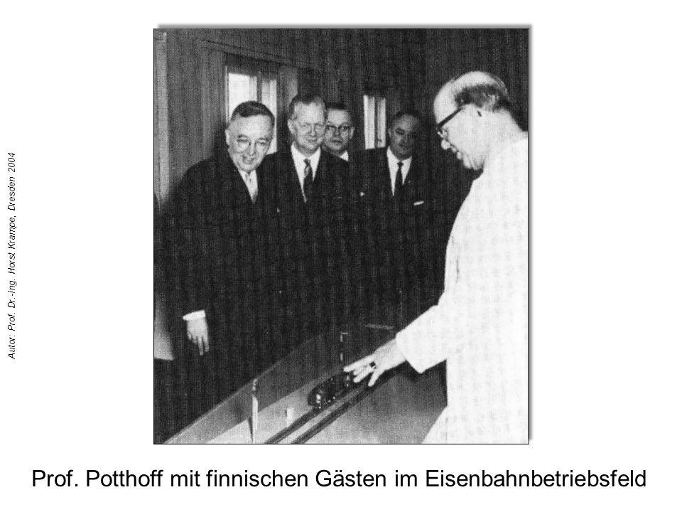 Prof. Potthoff mit finnischen Gästen im Eisenbahnbetriebsfeld Autor: Prof. Dr.-Ing. Horst Krampe, Dresden 2004