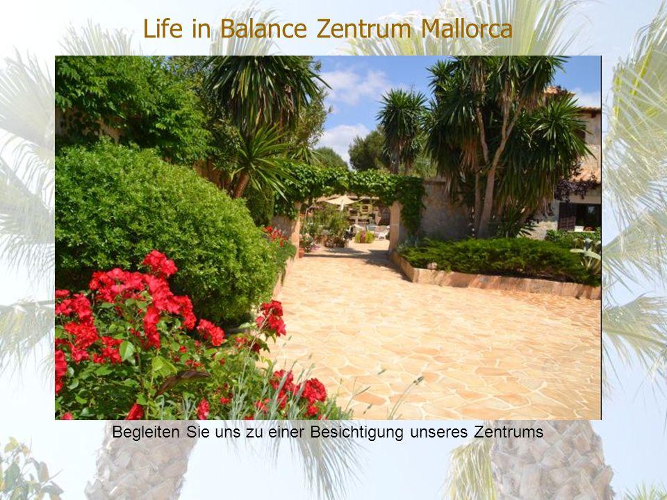 Life in Balance Zentrum Mallorca Die Villa liegt auf einem Hügel mit Sicht auf die Bucht von Palma.